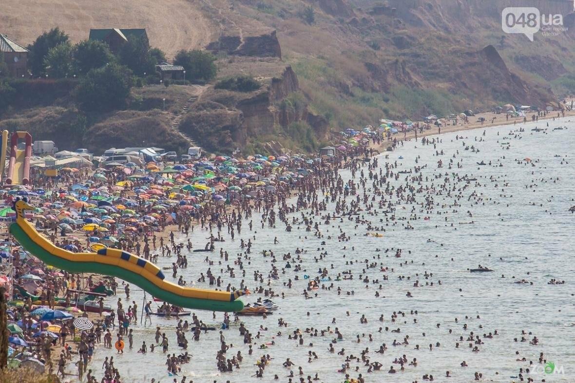 Как в Китае: Пляж под Одессой переполнен туристами, фото-1