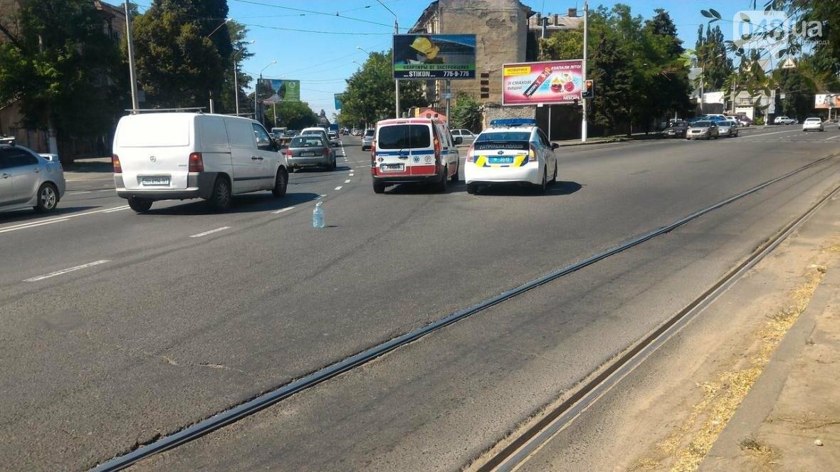 На одесской Молдаванке скорая сбила мопедиста, фото-2