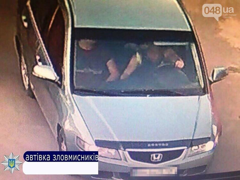 В Одесской области на глазах у копов угнали полицейский автомобиль (ФОТО), фото-4