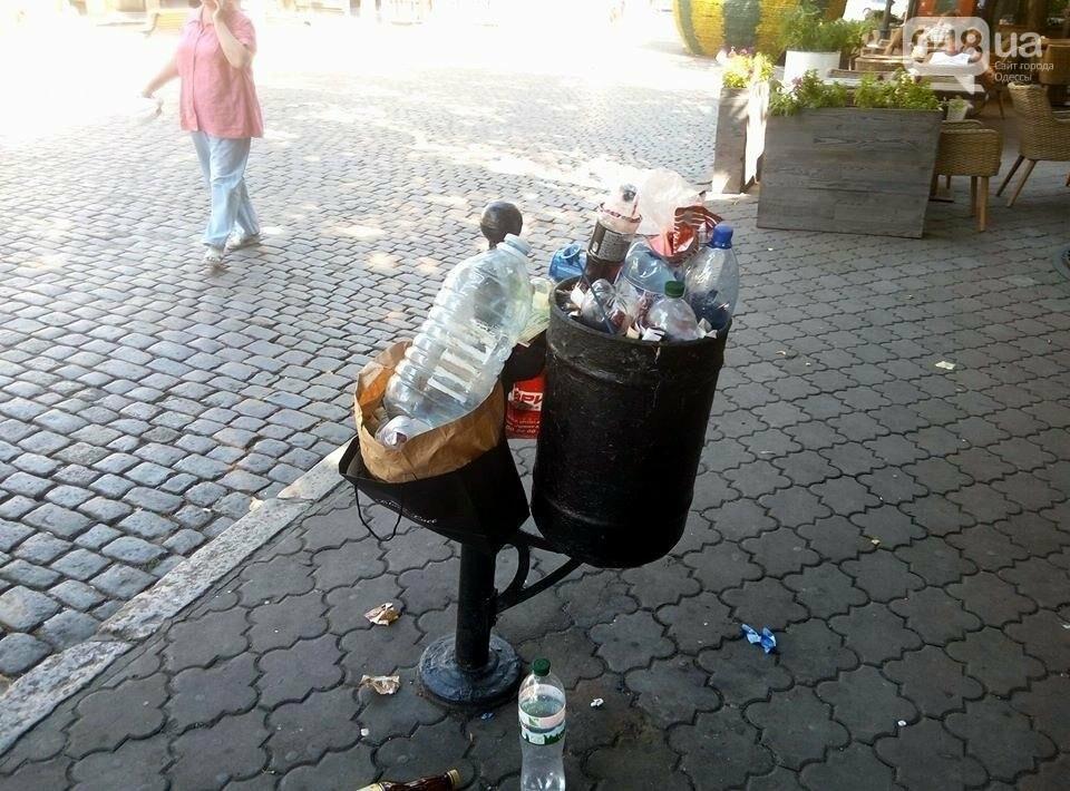 Горы мусора и скучающие туристы: В центре Одессы плохо пахнет (ФОТО), фото-3