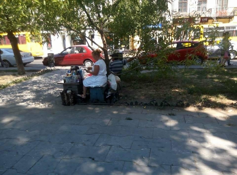 Горы мусора и скучающие туристы: В центре Одессы плохо пахнет (ФОТО), фото-4