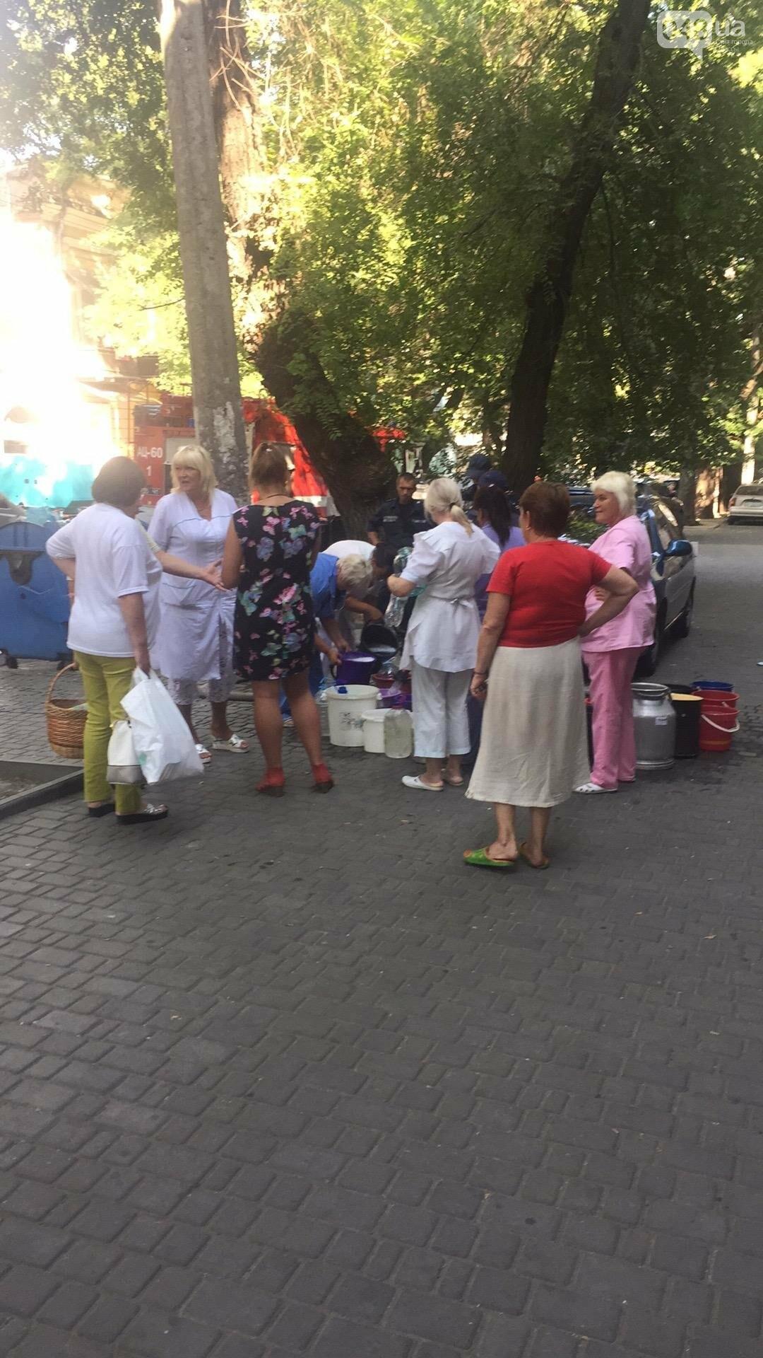 В центре Одессы пожарные подвозят воду больницам (ФОТО), фото-4