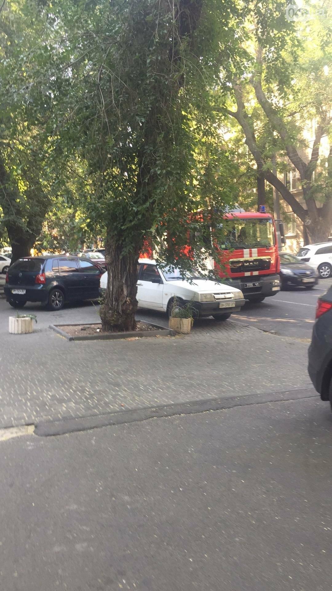В центре Одессы пожарные подвозят воду больницам (ФОТО), фото-1