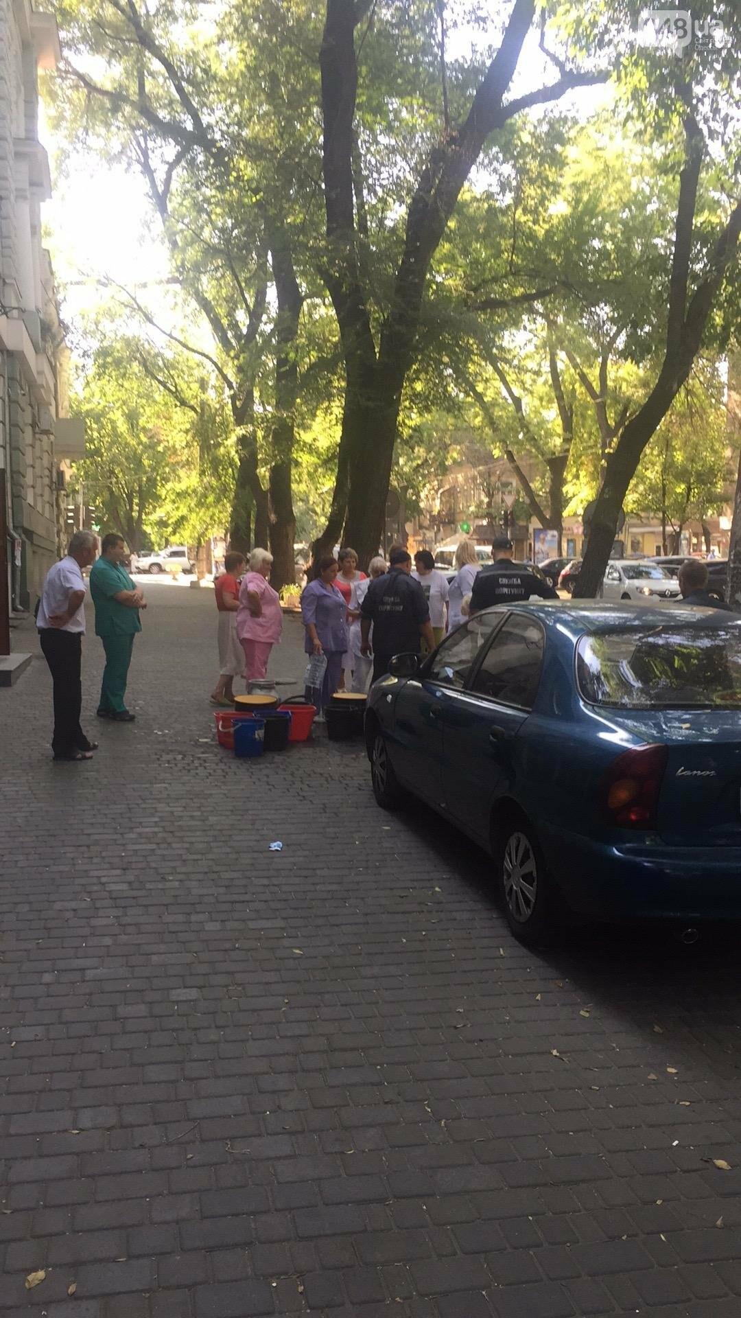 В центре Одессы пожарные подвозят воду больницам (ФОТО), фото-3