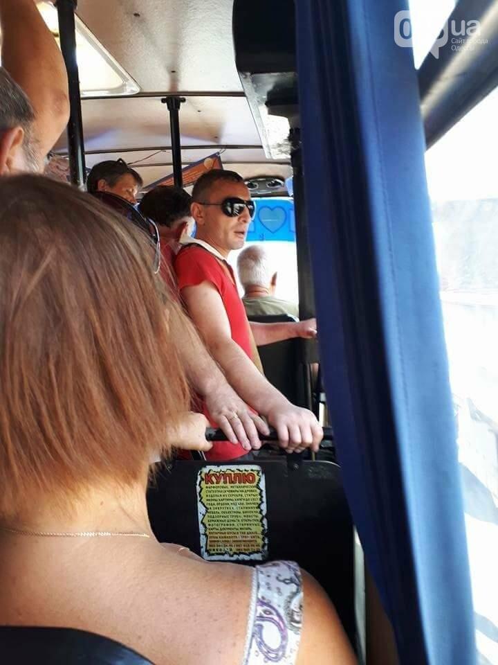 В одесской маршрутке четверо мужчин обокрали девушку в гипсе (ФОТО), фото-1