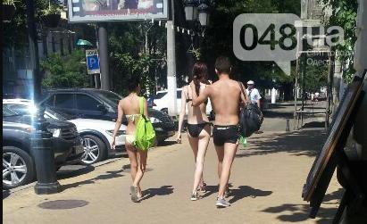 Голые туристы гуляют по улицам Одессы (ФОТОФАКТ), фото-1