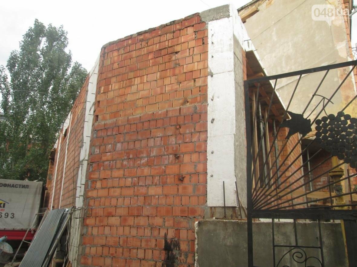 В Одессе сносят нахалстрой возле дома с одной стеной (ФОТО), фото-4
