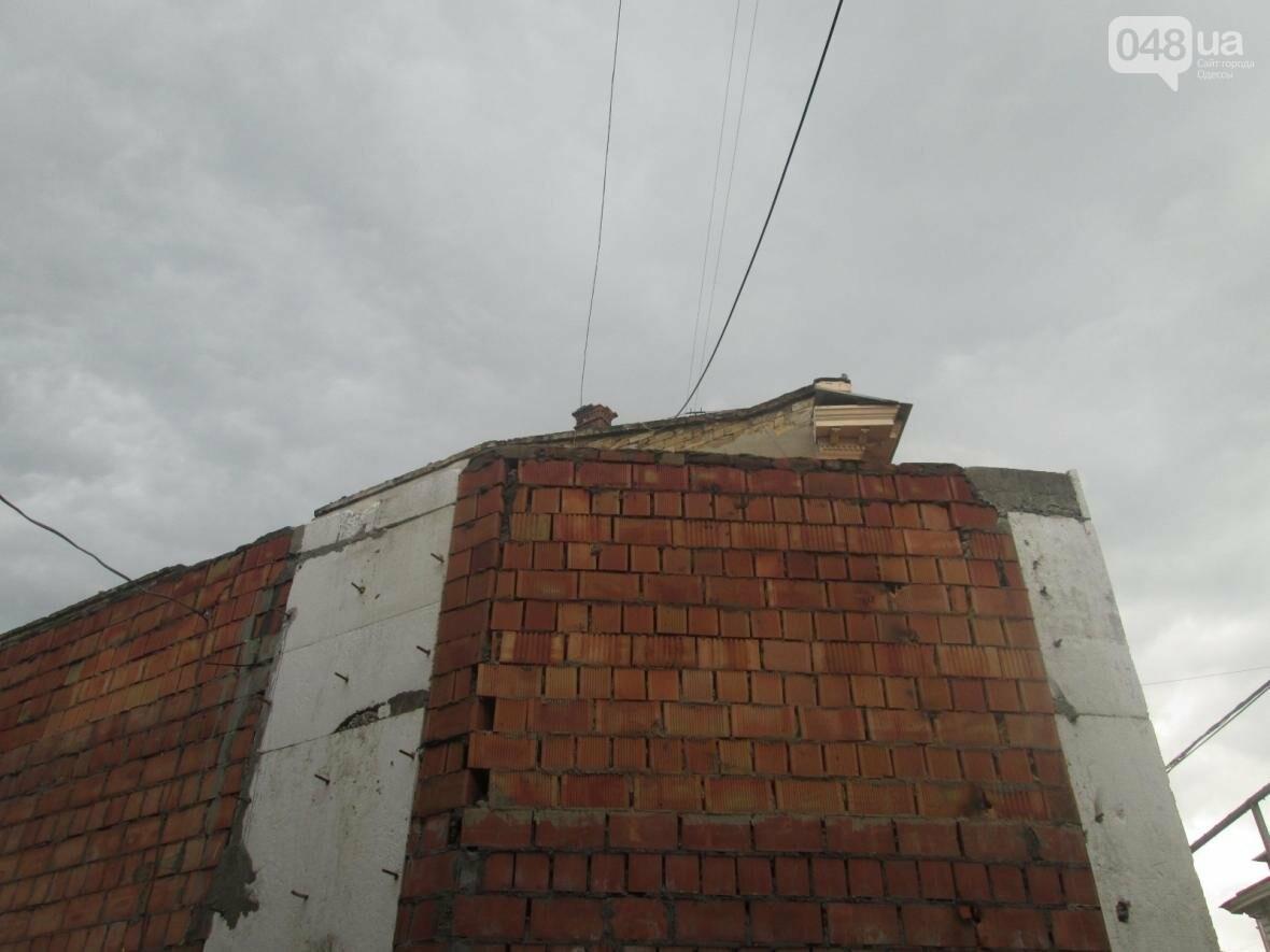 В Одессе сносят нахалстрой возле дома с одной стеной (ФОТО), фото-1