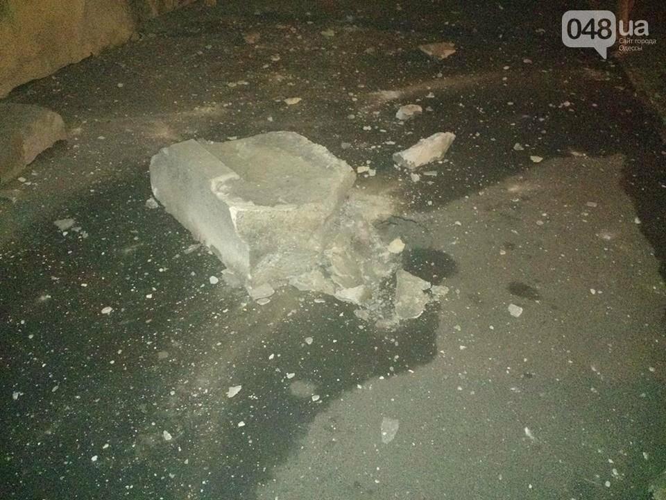 «Маразлиевский  метеорит»:  В центре Одессы рухнул гигантский камень (ФОТОФАКТ), фото-1