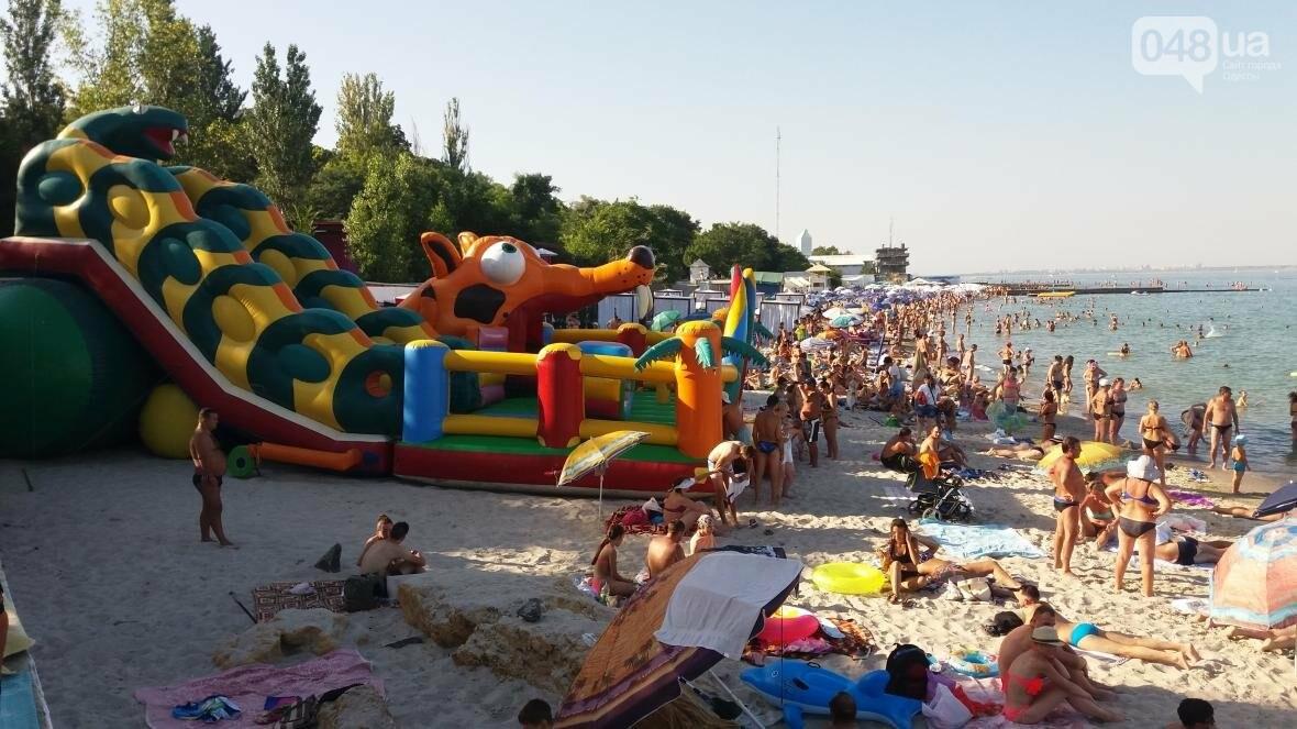 """Резиновый монстр захватил пляж на одесском """"Дельфине"""" (ФОТО), фото-5"""