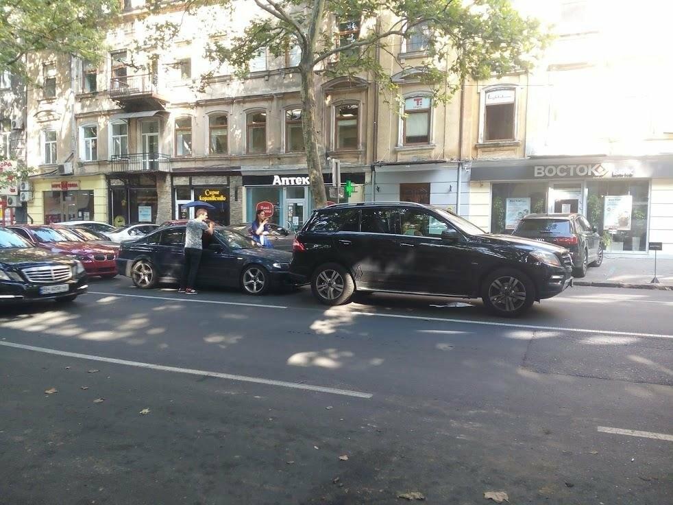 В центре Одессы произошла авария: Ришельевская стоит (ФОТО), фото-1