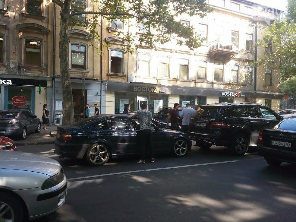 В центре Одессы произошла авария: Ришельевская стоит (ФОТО), фото-2