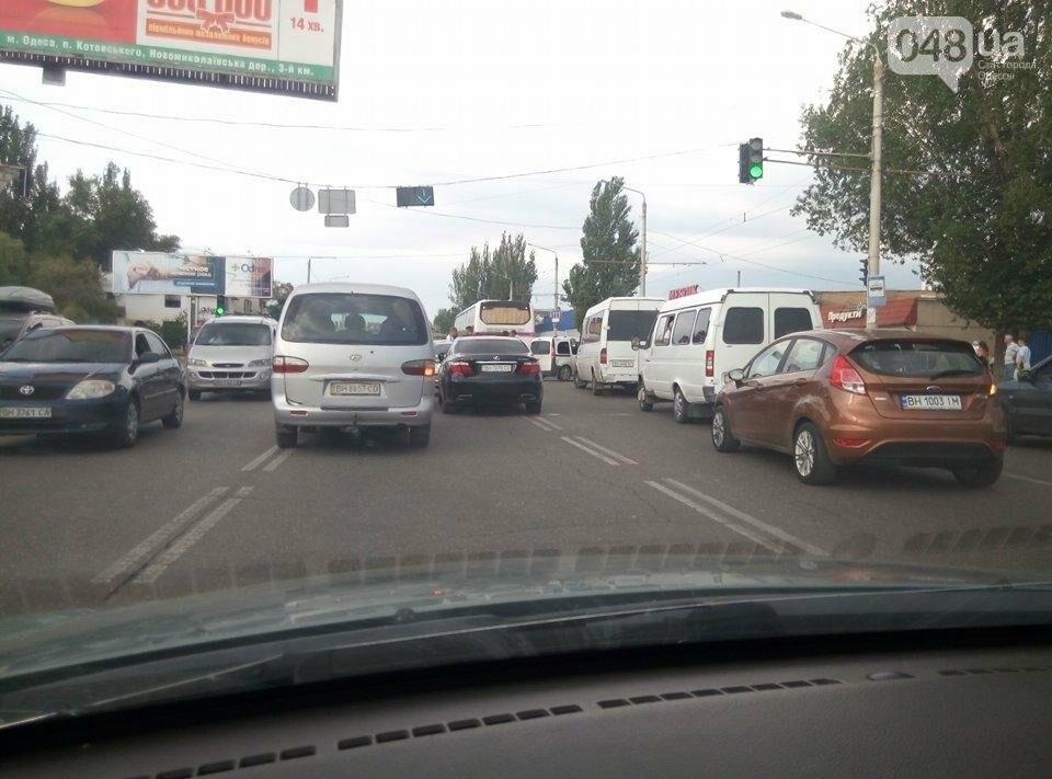На одесской Пересыпи в аварию попал рейсовый автобус, фото-2