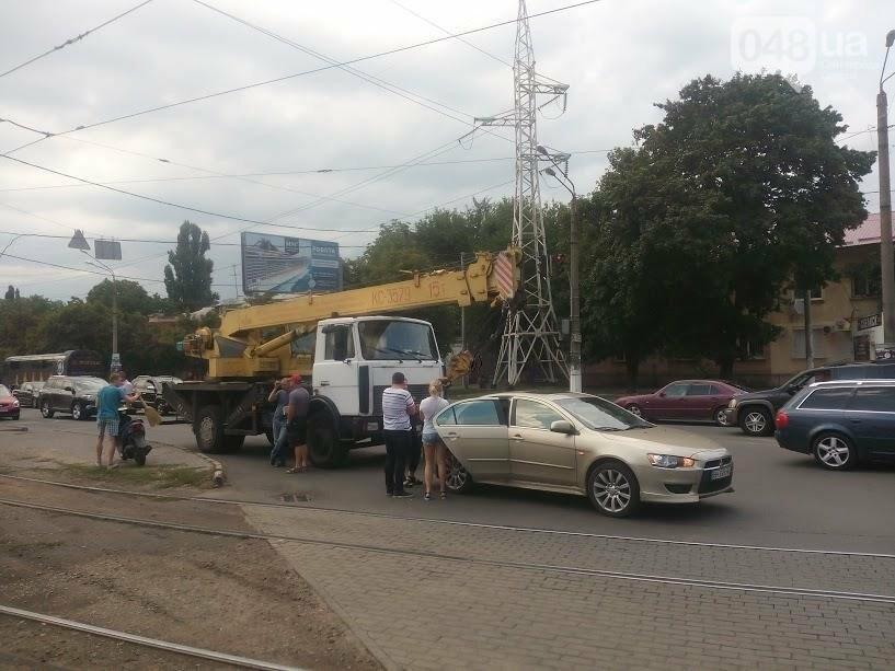 В Одессе автокран врезался в легковушку на Люстдорфской дороге (ФОТО), фото-2