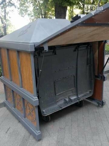 В центре Одессы появился саркофаг для мусора (ФОТО), фото-4