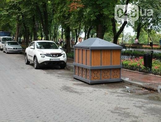 В центре Одессы появился саркофаг для мусора (ФОТО), фото-1