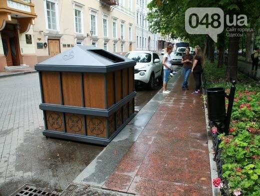 В центре Одессы появился саркофаг для мусора (ФОТО), фото-2