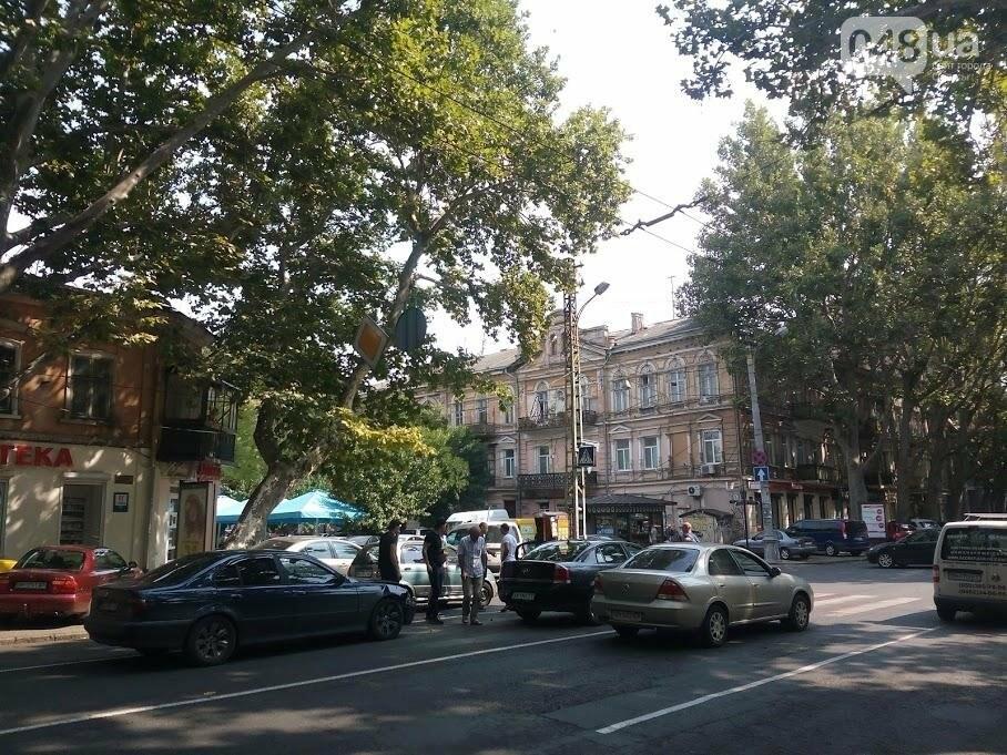 В центре Одессы столкнулись две легковушки (ФОТО), фото-1