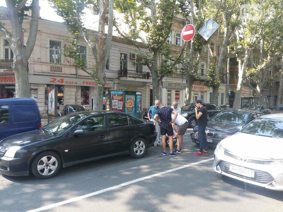 В центре Одессы столкнулись две легковушки (ФОТО), фото-2