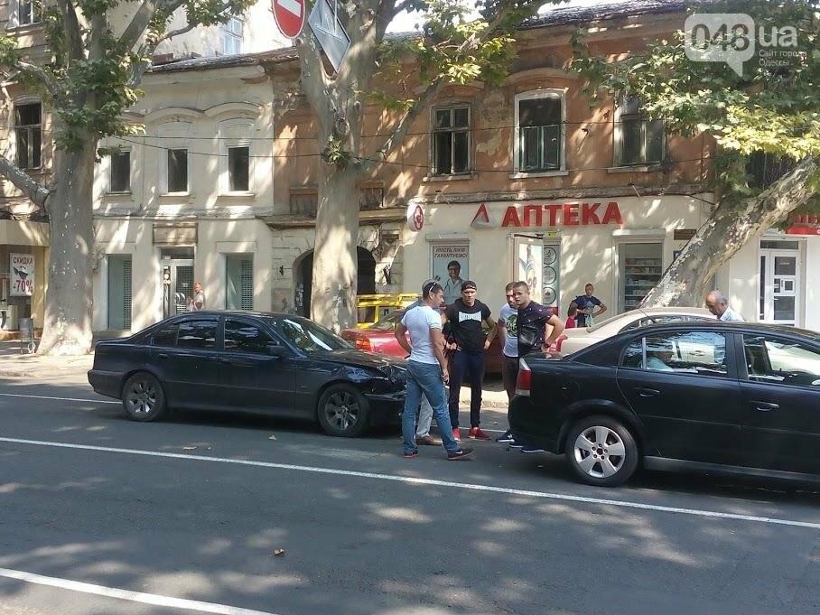 В центре Одессы столкнулись две легковушки (ФОТО), фото-3