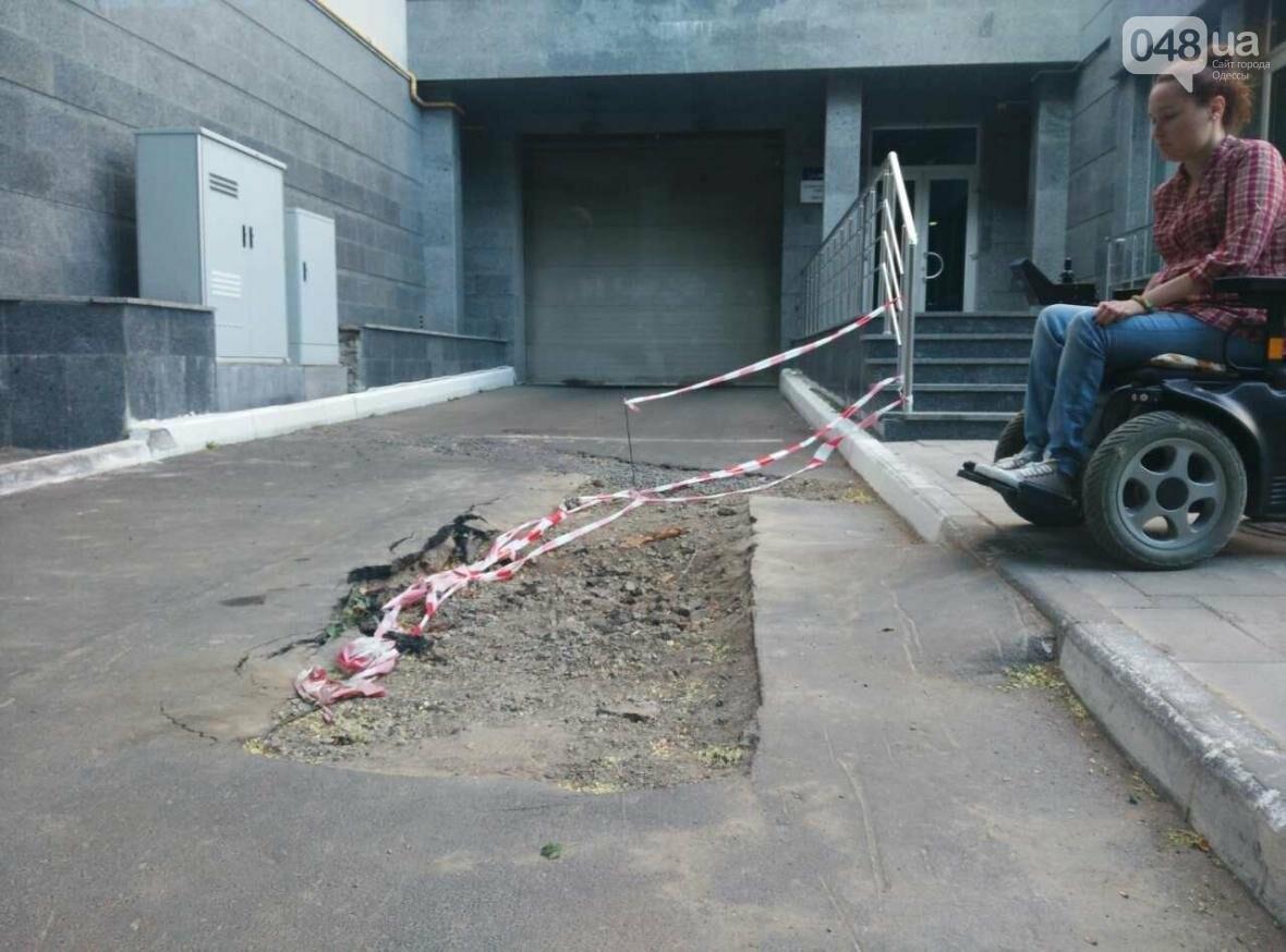 По пандусу - прямо в яму: одесским колясочникам устроили полосу препятствий (ФОТО), фото-2