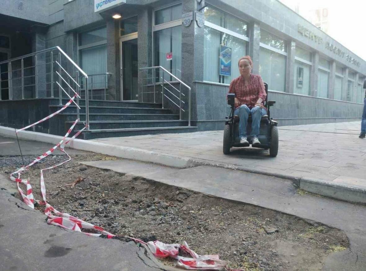 По пандусу - прямо в яму: одесским колясочникам устроили полосу препятствий (ФОТО), фото-1