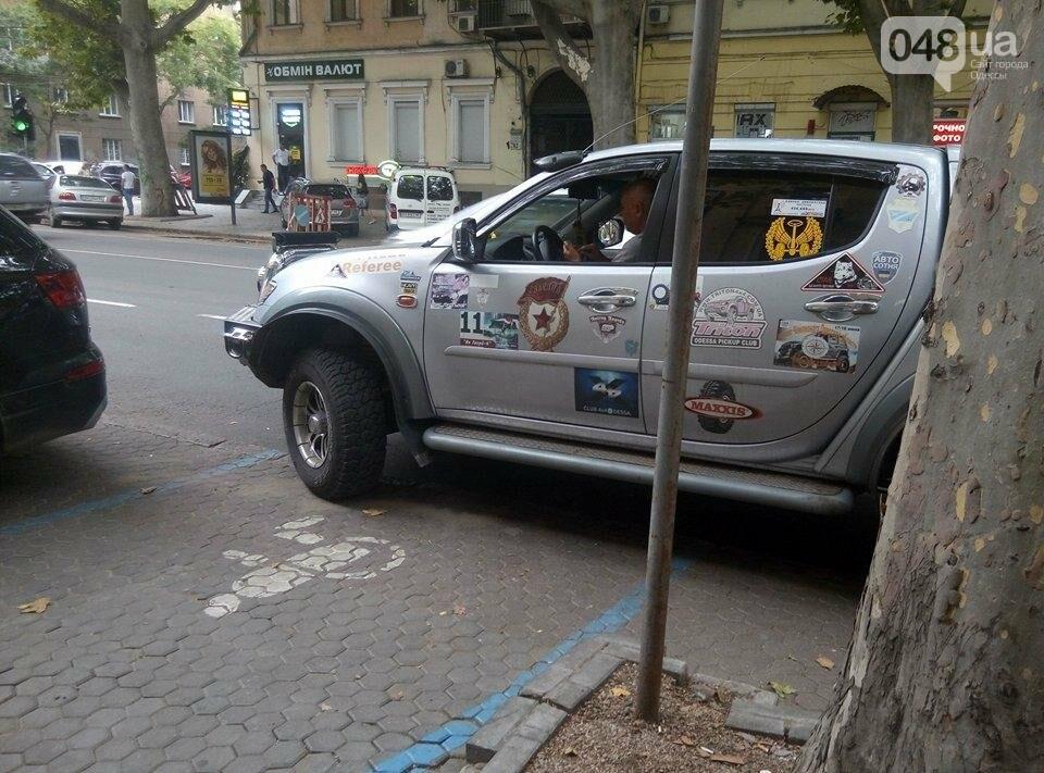 В Одессе «БТР» с коммунистической символикой обидел инвалидов (ФОТО), фото-2