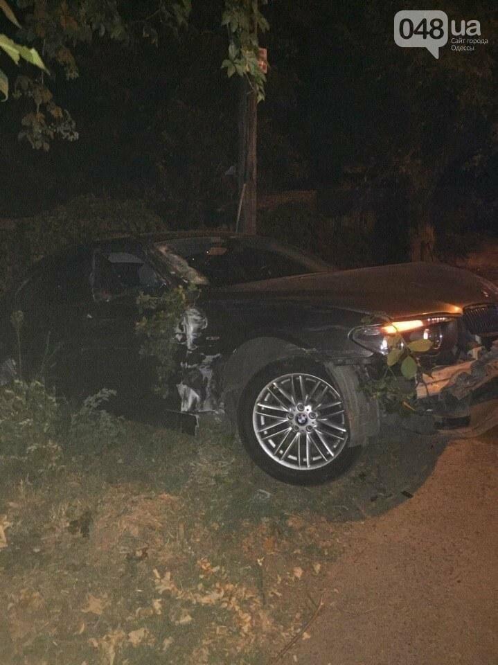 В Одессе водитель БМВ с удостоверением СБУ сбил девушку и три автомобиля (ФОТО), фото-2