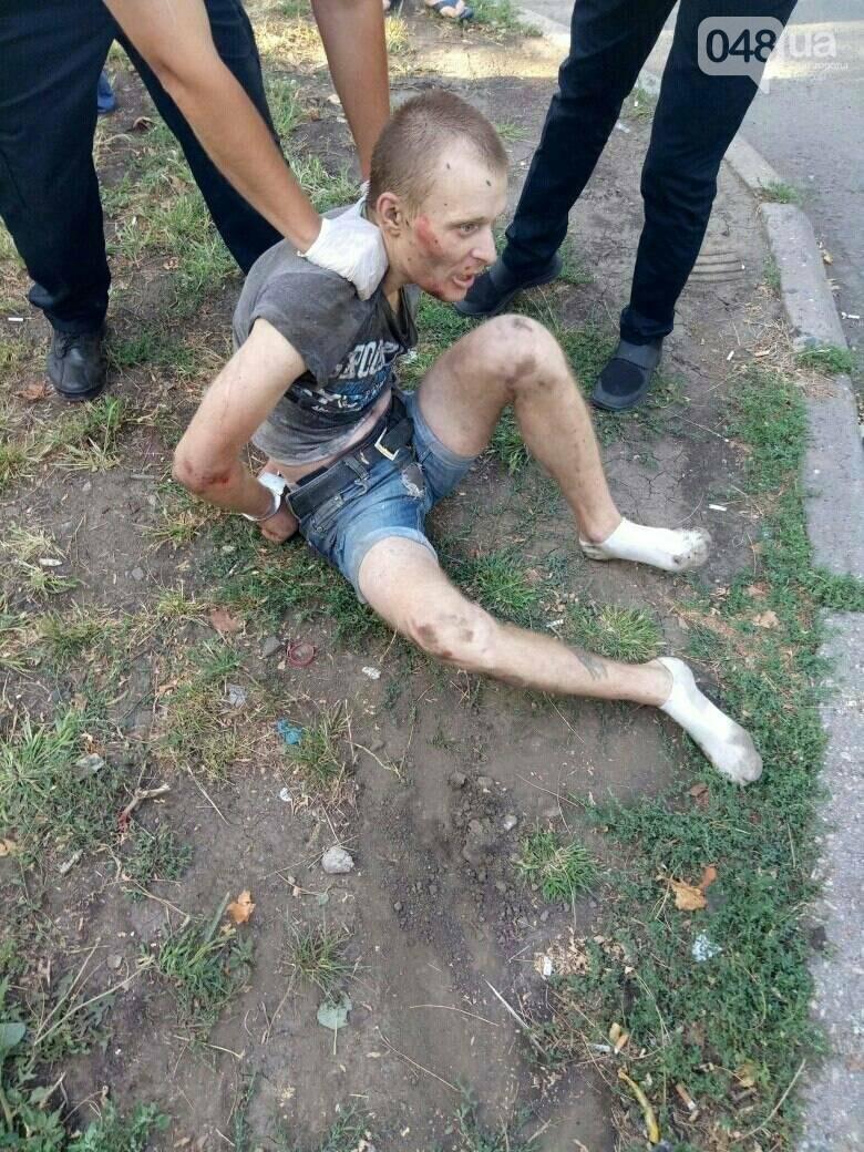 """Жители одесского двора избили """"закладчика"""" (ФОТО), фото-1"""