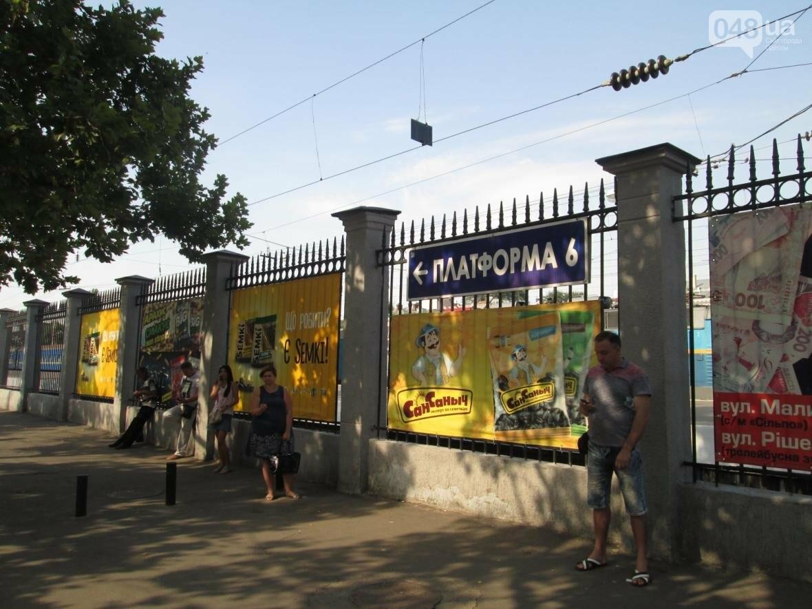 Абсурд: Одесский железнодорожный вокзал превратился в рекламное агентство (ФОТО), фото-5