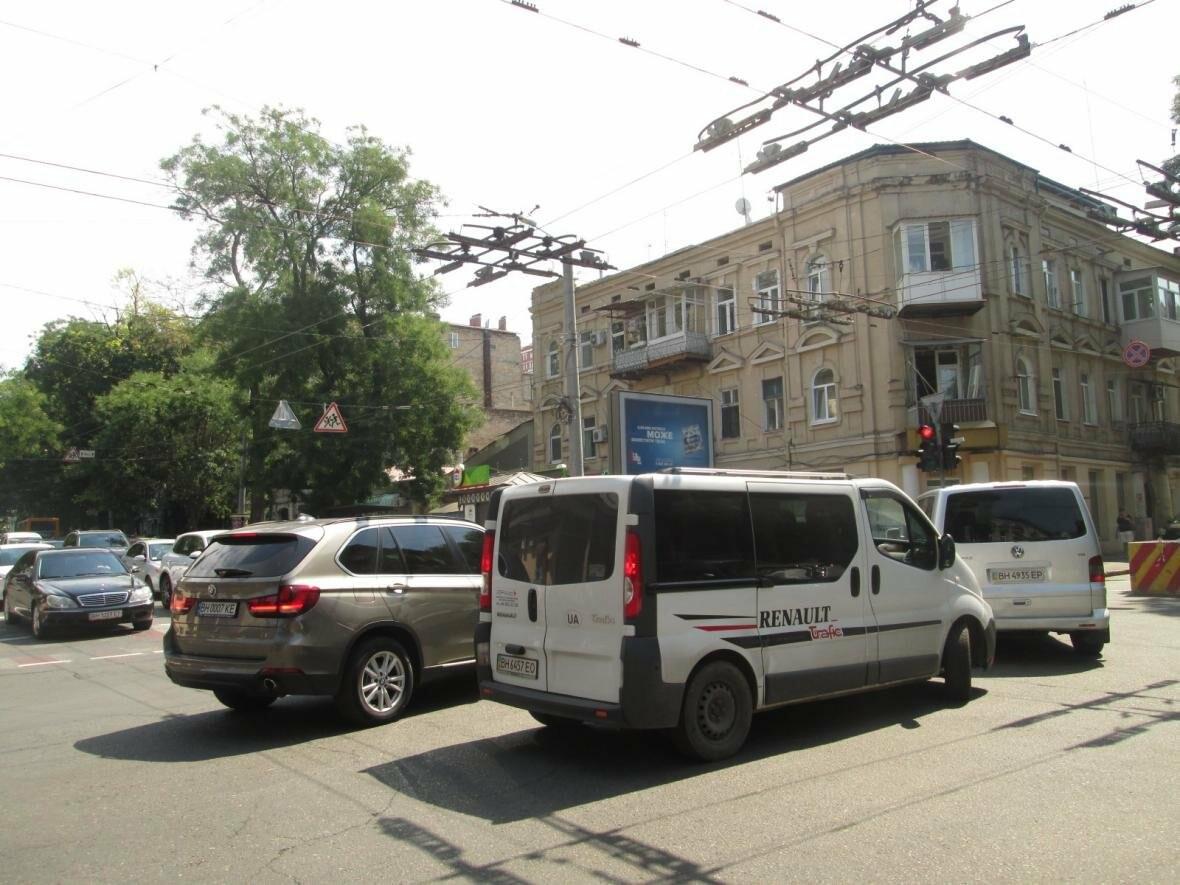 Хаос и анархия на дорогах: В Одессе меняют теплосети (ФОТО, ВИДЕО), фото-4
