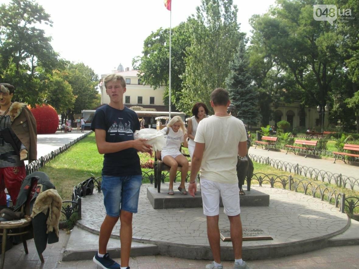 В Одессе 20 человек хотели сесть на один стул (ФОТО,  ВИДЕО), фото-1