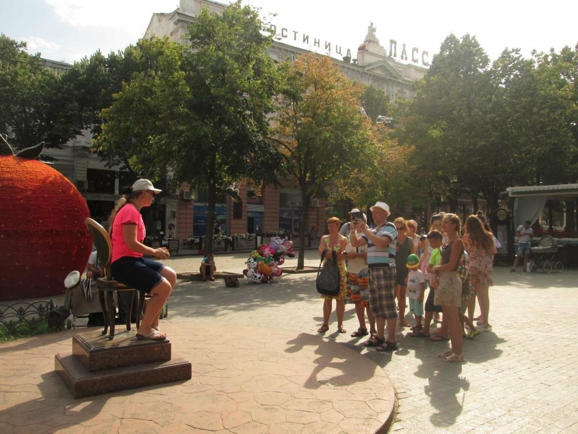 В Одессе 20 человек хотели сесть на один стул (ФОТО,  ВИДЕО), фото-2