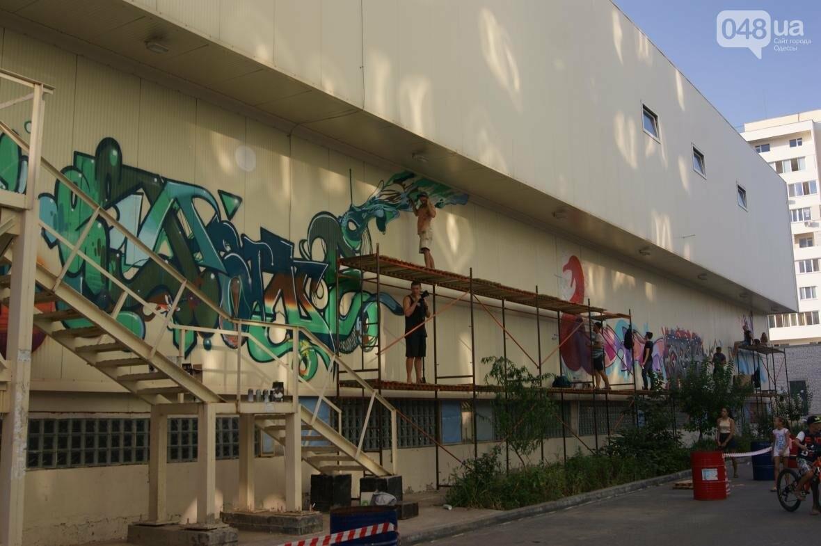 Это смело: Как граффитчики за сутки изменили торговый центр в Одессе (ФОТО, ВИДЕО), фото-5