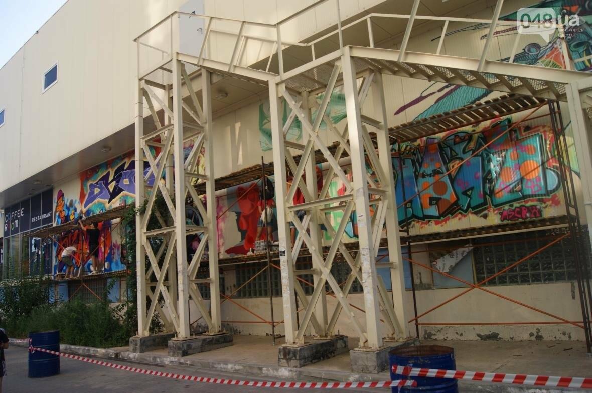 Это смело: Как граффитчики за сутки изменили торговый центр в Одессе (ФОТО, ВИДЕО), фото-3