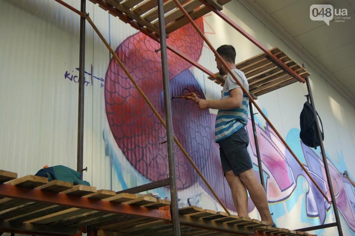 Это смело: Как граффитчики за сутки изменили торговый центр в Одессе (ФОТО, ВИДЕО), фото-6
