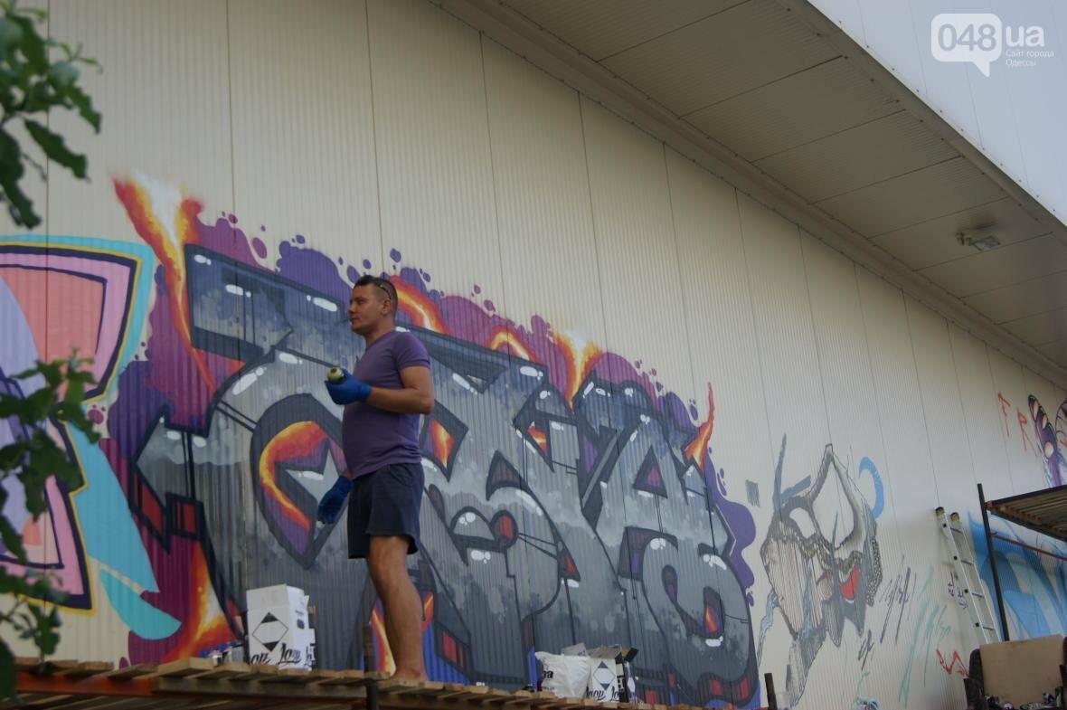 Это смело: Как граффитчики за сутки изменили торговый центр в Одессе (ФОТО, ВИДЕО), фото-9