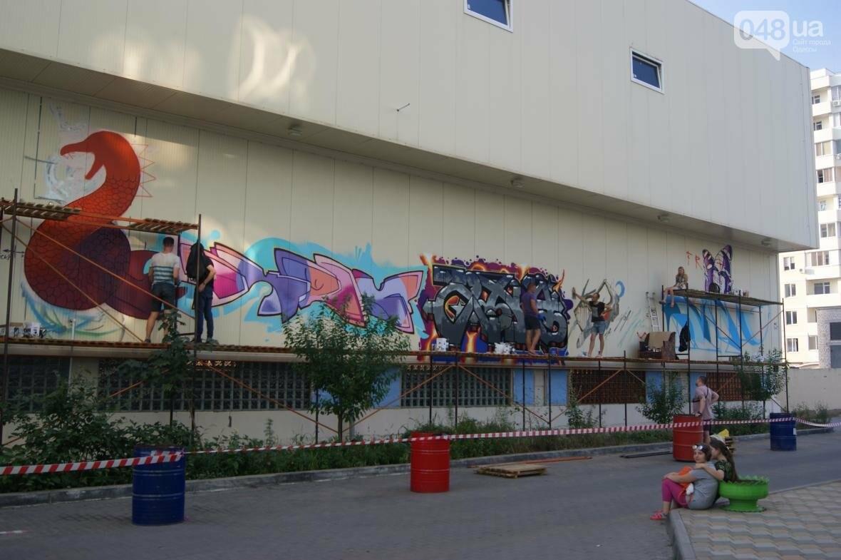 Это смело: Как граффитчики за сутки изменили торговый центр в Одессе (ФОТО, ВИДЕО), фото-10