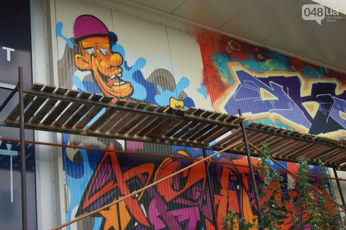 Это смело: Как граффитчики за сутки изменили торговый центр в Одессе (ФОТО, ВИДЕО), фото-12