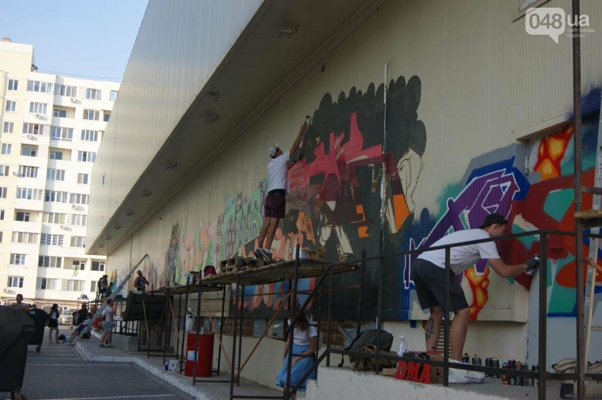 Это смело: Как граффитчики за сутки изменили торговый центр в Одессе (ФОТО, ВИДЕО), фото-16