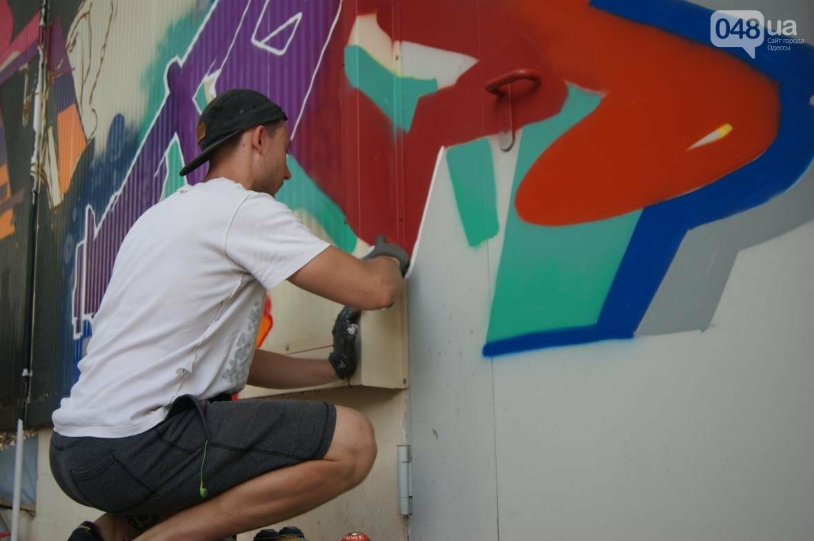 Это смело: Как граффитчики за сутки изменили торговый центр в Одессе (ФОТО, ВИДЕО), фото-15