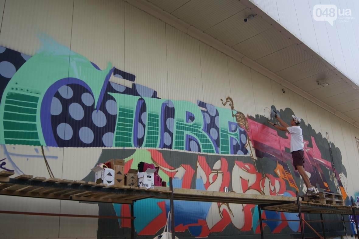Это смело: Как граффитчики за сутки изменили торговый центр в Одессе (ФОТО, ВИДЕО), фото-18