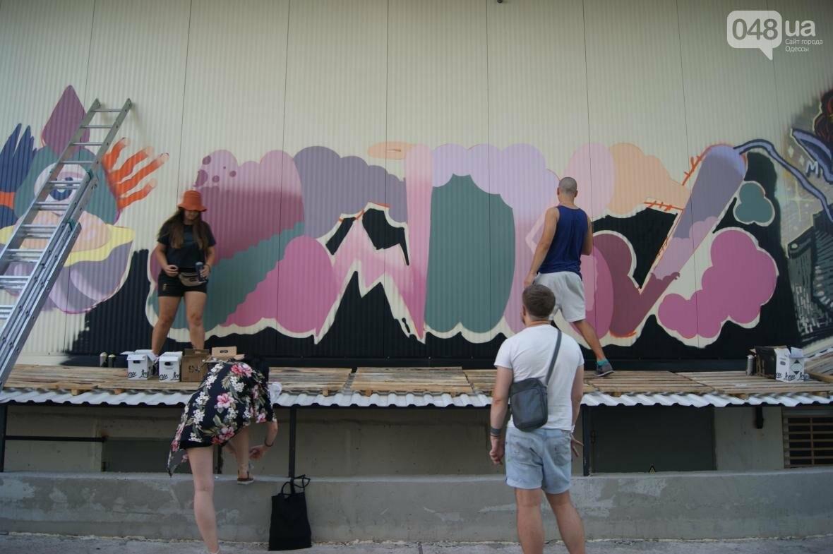 Это смело: Как граффитчики за сутки изменили торговый центр в Одессе (ФОТО, ВИДЕО), фото-17