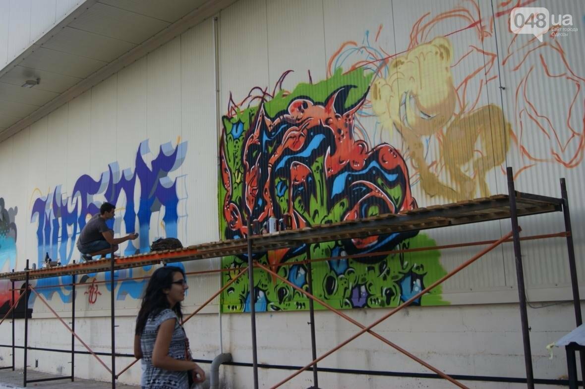 Это смело: Как граффитчики за сутки изменили торговый центр в Одессе (ФОТО, ВИДЕО), фото-20