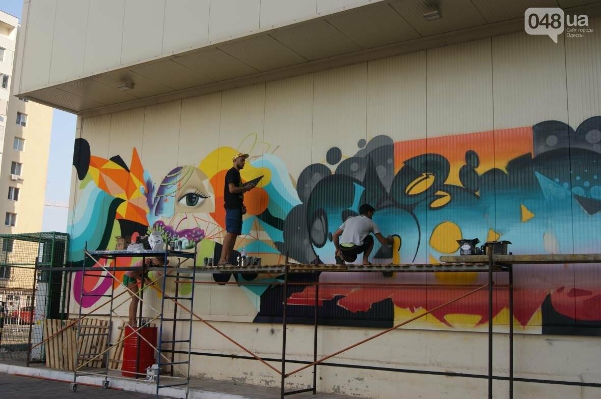 Это смело: Как граффитчики за сутки изменили торговый центр в Одессе (ФОТО, ВИДЕО), фото-19