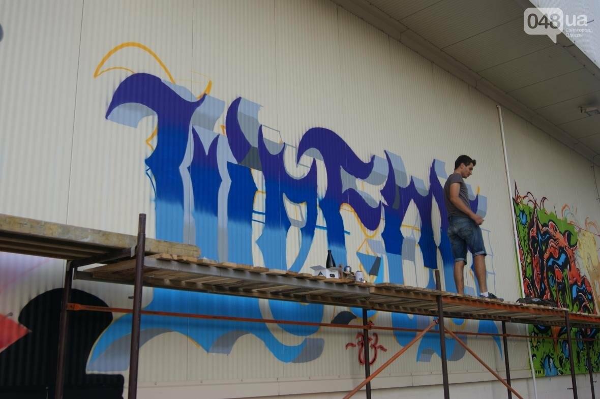 Это смело: Как граффитчики за сутки изменили торговый центр в Одессе (ФОТО, ВИДЕО), фото-22