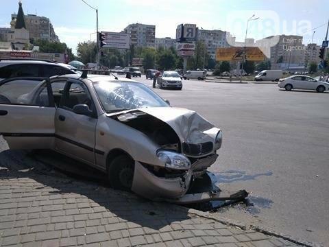 В одесской аварии у авто оторвало колесо, другая машина в хлам (ФОТО), фото-5