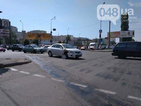 В одесской аварии у авто оторвало колесо, другая машина в хлам (ФОТО), фото-2