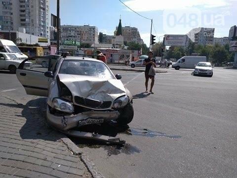 В одесской аварии у авто оторвало колесо, другая машина в хлам (ФОТО), фото-4
