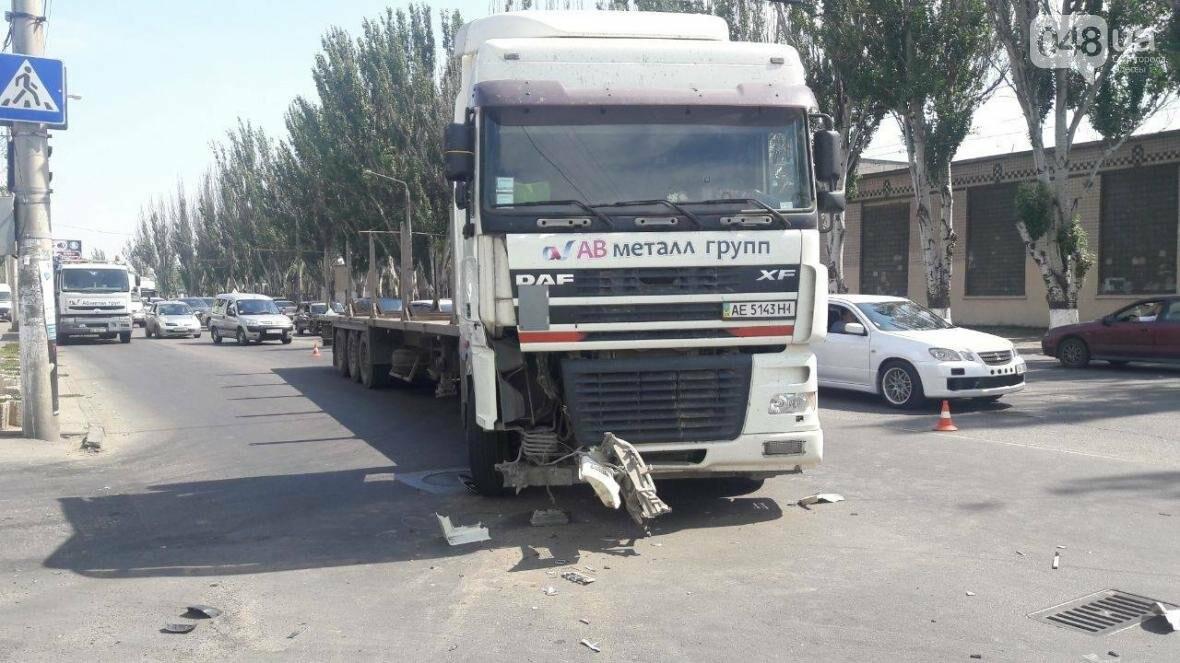 День катастроф: В Одессе на тротуаре микроавтобус влетел в 13-летнюю девочку (ФОТО), фото-2